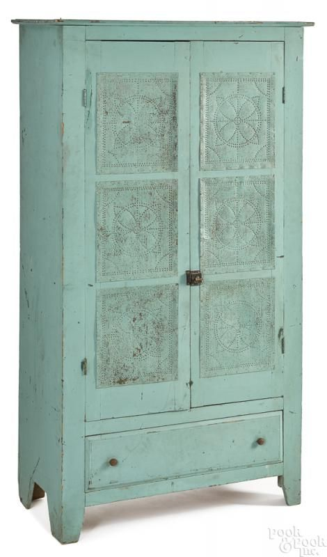 Delicieux Mid Atlantic Tall Painted Pie Safe, 19th C.
