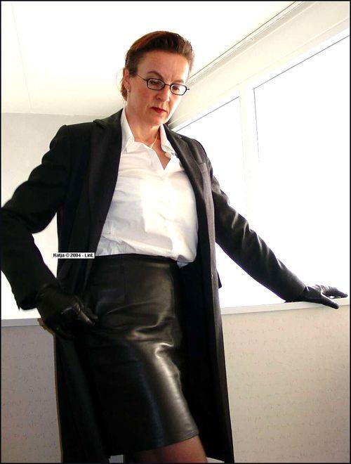 Pin auf Leather skirt