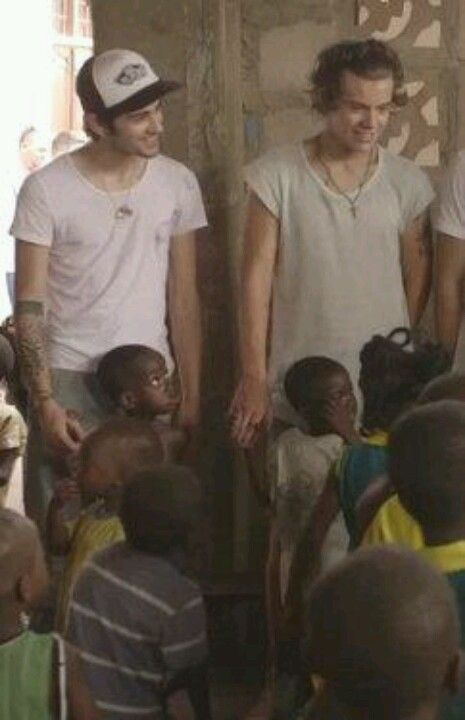 Look zayn and harry hands