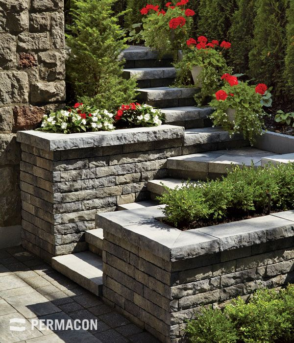 Exterior staircase with retaining wall - Laffitt Tandem style