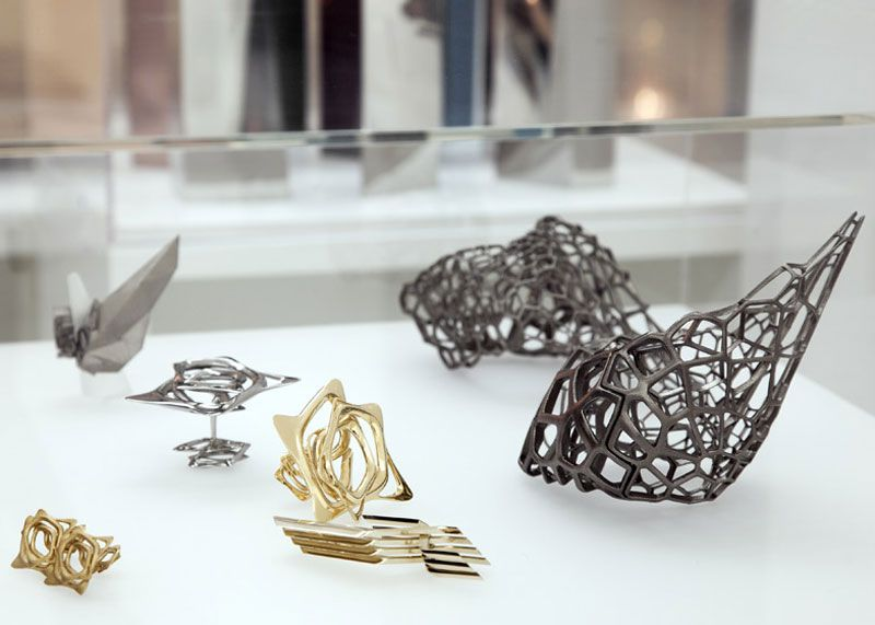 Zaha Hadid Design Gallery in London #jewelry  #blackdesign #modern  #chandeliers #futuristic
