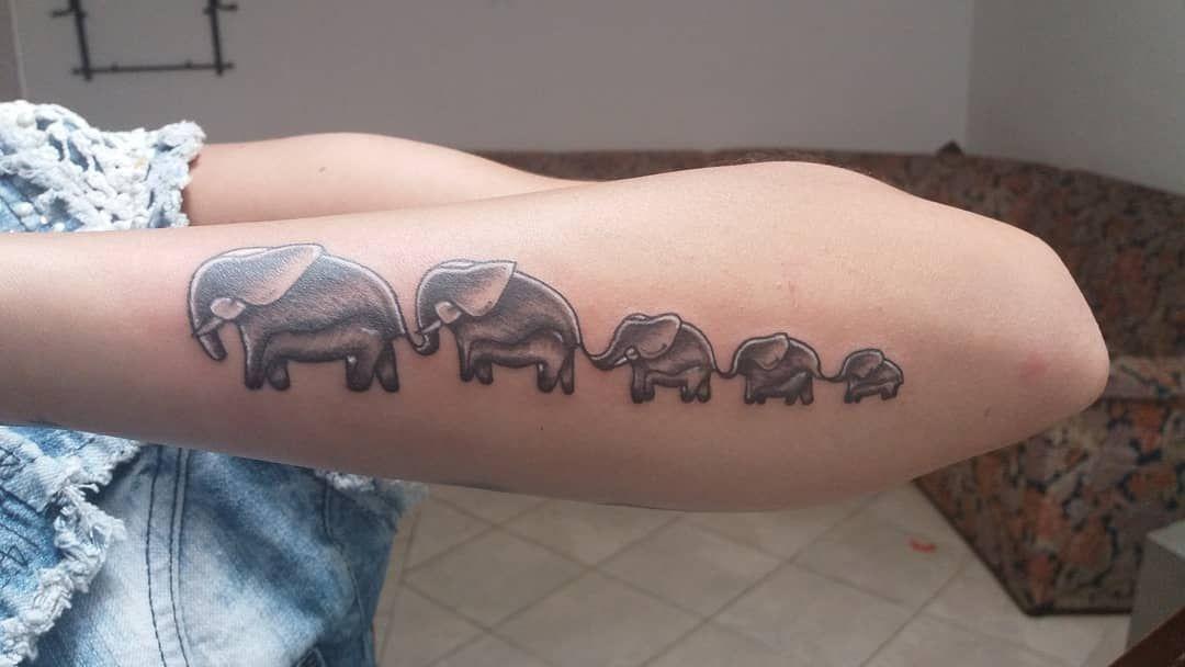 #kminantestattoo #familiatattoo #familytattoo #blacktattoo #elephants #elephantt...
