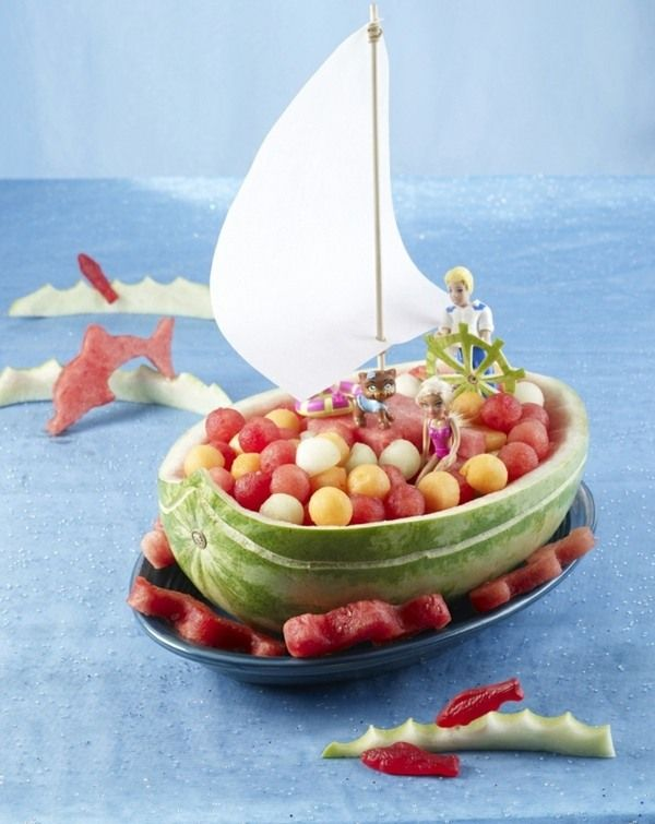 kindergeburtstag deko essen piratenschiff fr chte wassermelone creatives essen pinterest. Black Bedroom Furniture Sets. Home Design Ideas