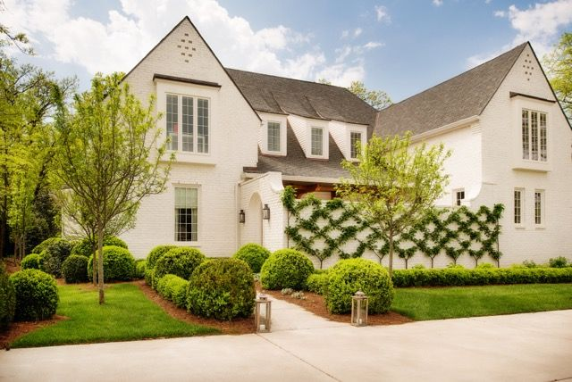 This Is A Gorgeous House A Fresh Take On Traditional Design Painted Brick House House Exterior English Country House