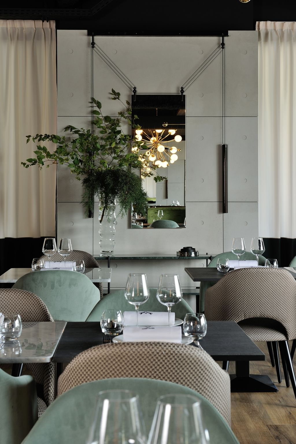 Palanco mirror design ronan and erwan bouroullec at for Hotel design foret noire