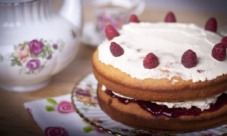 How to turn a sponge cake from delicious to irresistible baking foods forumfinder Choice Image