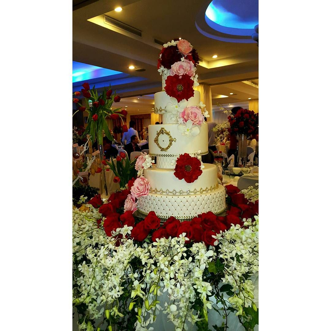 Ohhh that gorgeous wedding cake. Credits @delicatessepostres! Great job. �� #wedding #weddings #weddingdecoration #weddingseason #love #amor #weddingcake #desserttable #mesadepostres #boda #bodapanama #panamawedding #lovestory #lovebirds #bride #groom #quevivaelamor #quevivanlosnovios http://gelinshop.com/ipost/1515746265572644008/?code=BUJAzKhFRSo