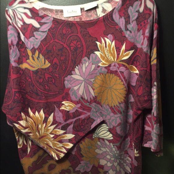 100% Cashmere sweater Three-quarter length sleeves, soft cashmere Neiman Marcus Sweaters Crew & Scoop Necks