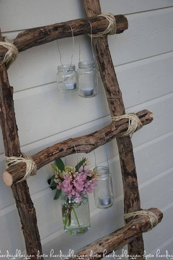 Vasen aus alten Gläsern. Einfach mit einem Stück Draht umwickeln und ...