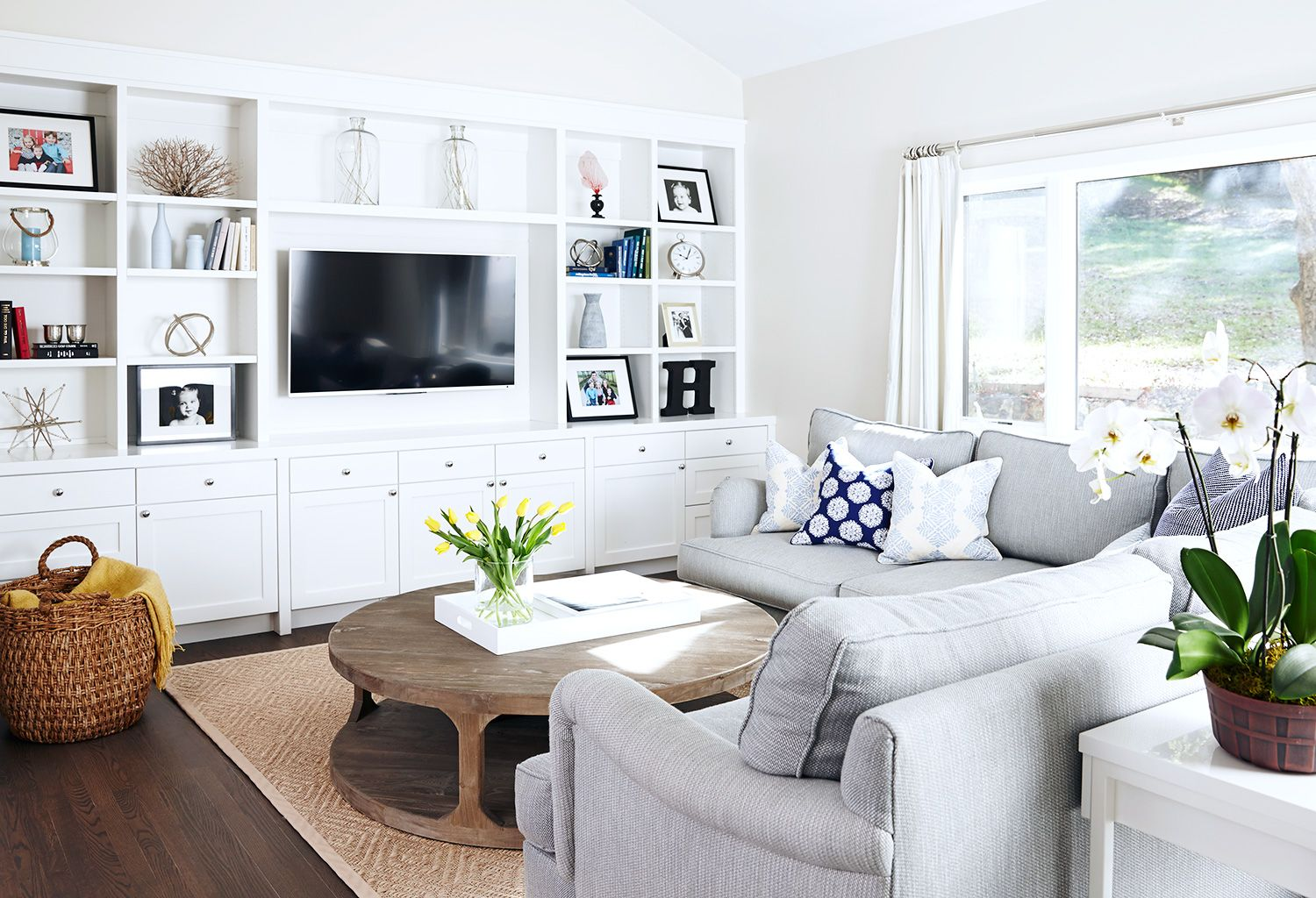A Renovated Family Farmhouse In Woodside Family Friendly Living Room Family Room Sectional Family Room Design