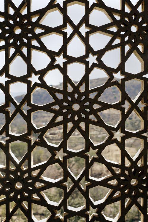 Spain Mudejar Style Mudejar Style A Symbiosis Of Techniques And Ways Of Understanding Architecture Re En 2020 Disenos Islamicos Patrones Islamicos Diseno De Techo