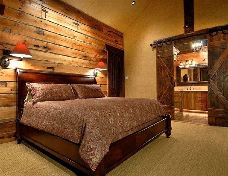 La pared donde se sitúa la cama formada por maderas recicladas ...