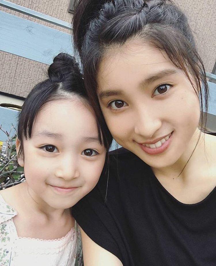 横溝菜帆ちゃんは上白石萌歌さんに似てるのかと思いきや、土屋太鳳さんとは姉妹と間違われるほど似ています!