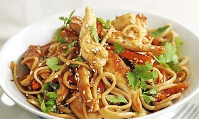 طريقة عمل نودلز بالدجاج Recipe Bbc Good Food Recipes Stir Fry Recipes Chicken Chicken Stir Fry