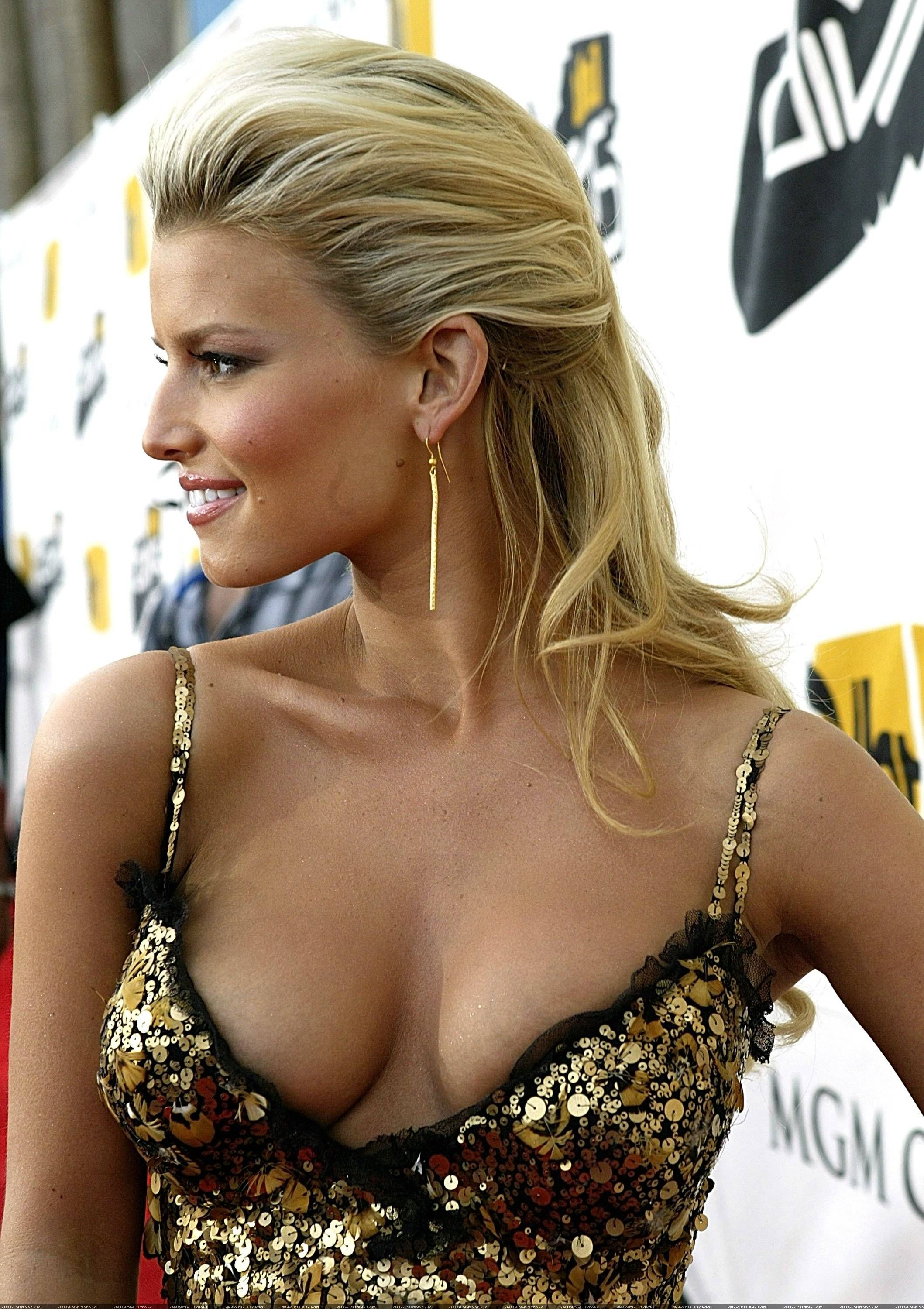jessica simpson breast exposed singer actresses jessica simpson hot