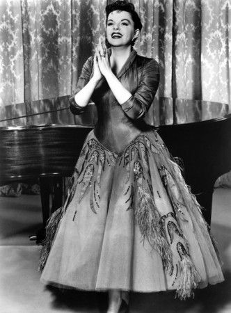 """IN 1952 Judy celebrated with triumphant performances at London Palladium and Palace theater (NYC), after leaving MGM as a """"Hollywood has-been"""" at th tender age of 28! The now much in-demand star was able to now convince Warner Bros to co-produce the film staged for Judy's comeback film…the rest is hstory…."""