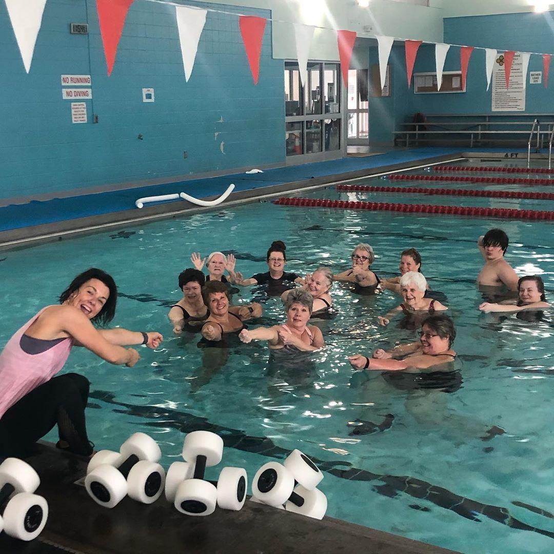 Too much fun in the water 💦! Love this crew! 💙• • •#aqua #fitness  #aquafitness #water #hiit #heat #...