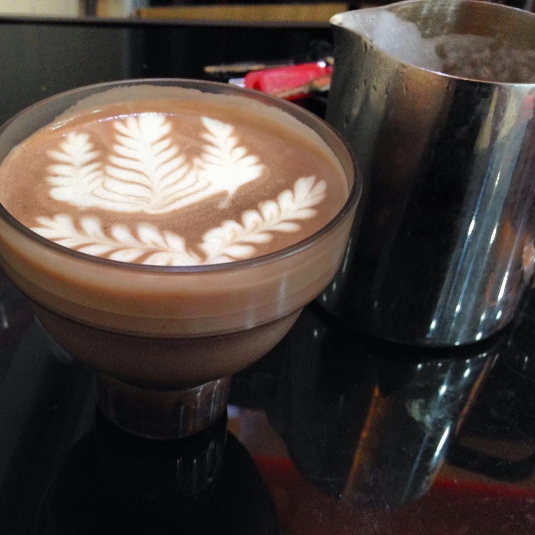 Shaker art   #freepour #latteart #rosetta #shaker #coffeetime #coffeeart #coffeelife #coffee #espresso by lt_chu