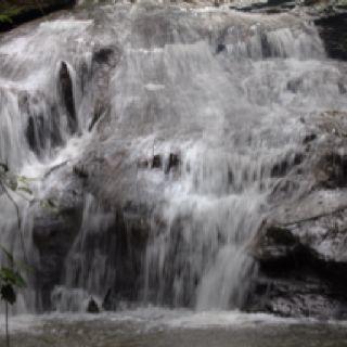 Pequena cachoeira, Fazenda Paraíso, Luziânia GO Brasil