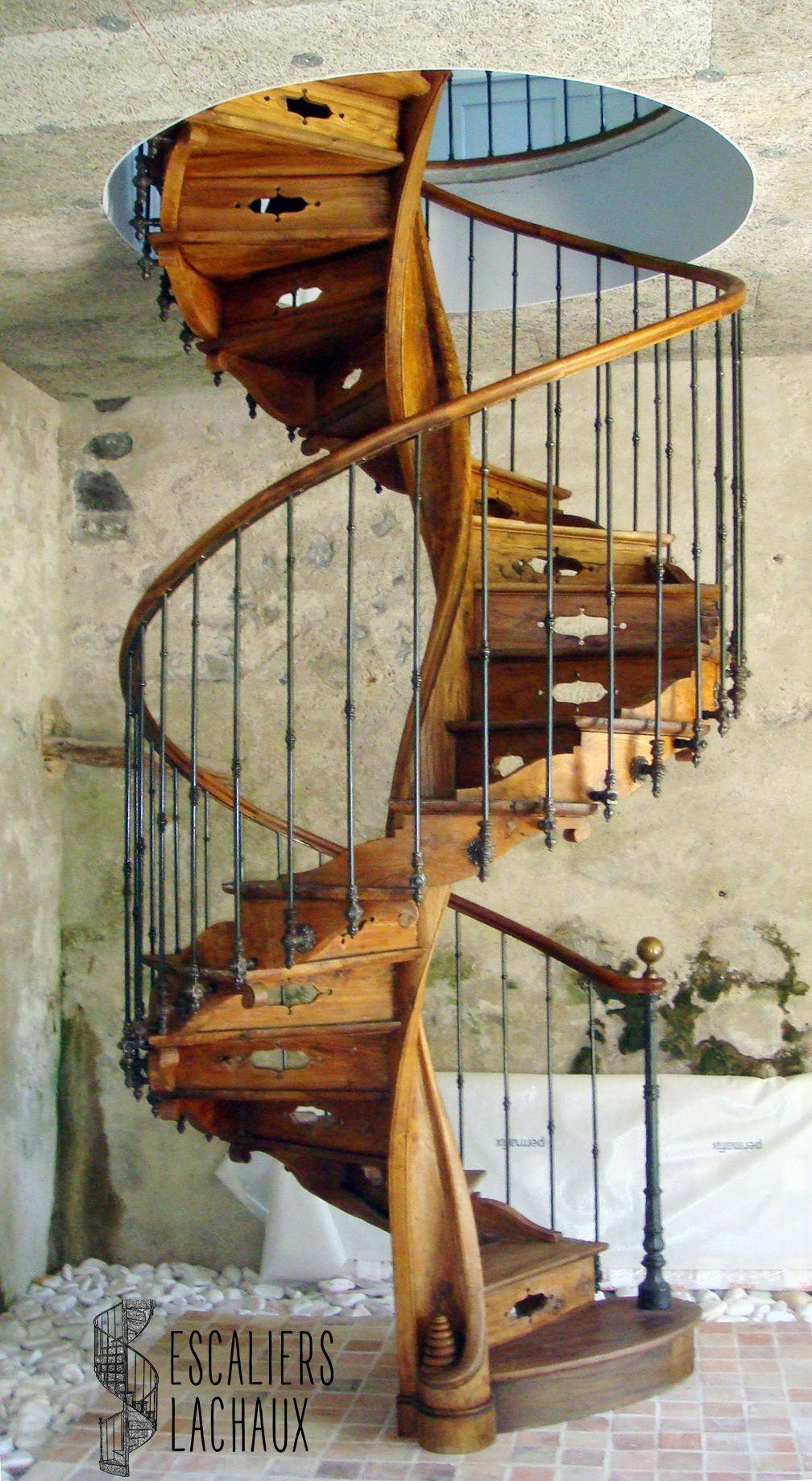 Escalier Colimacon Du Xviiie En Orme Massif A Noyau Mouvemente