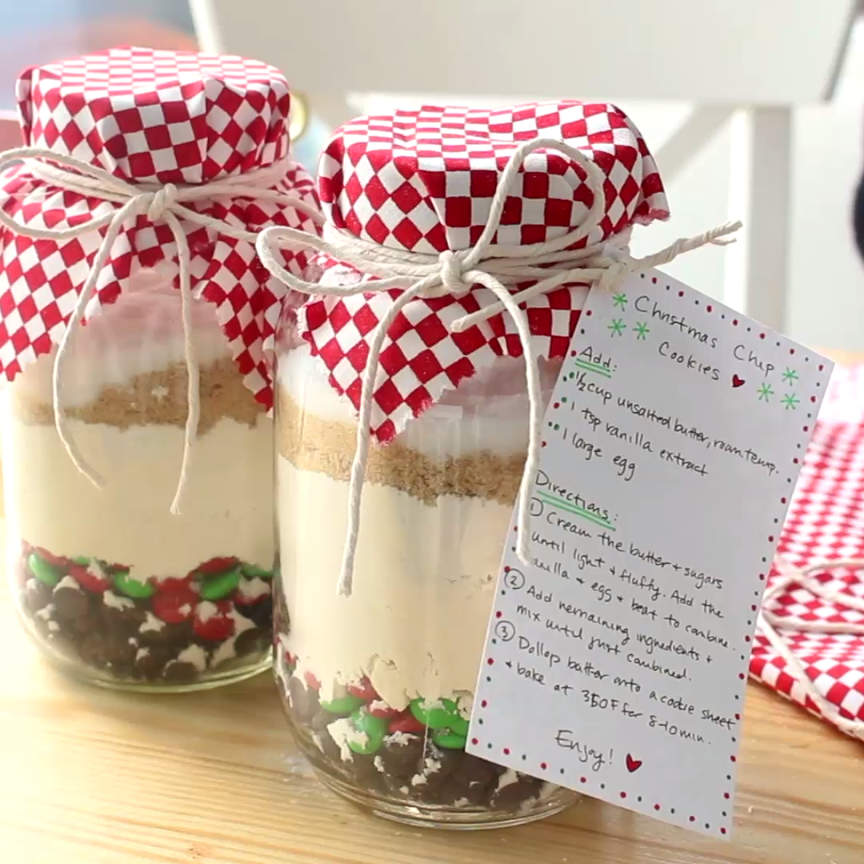Diy Christmas Chip Cookie Mix Video Recipe Video Christmas Jar Gifts Mason Jar Gifts Jar Food Gifts