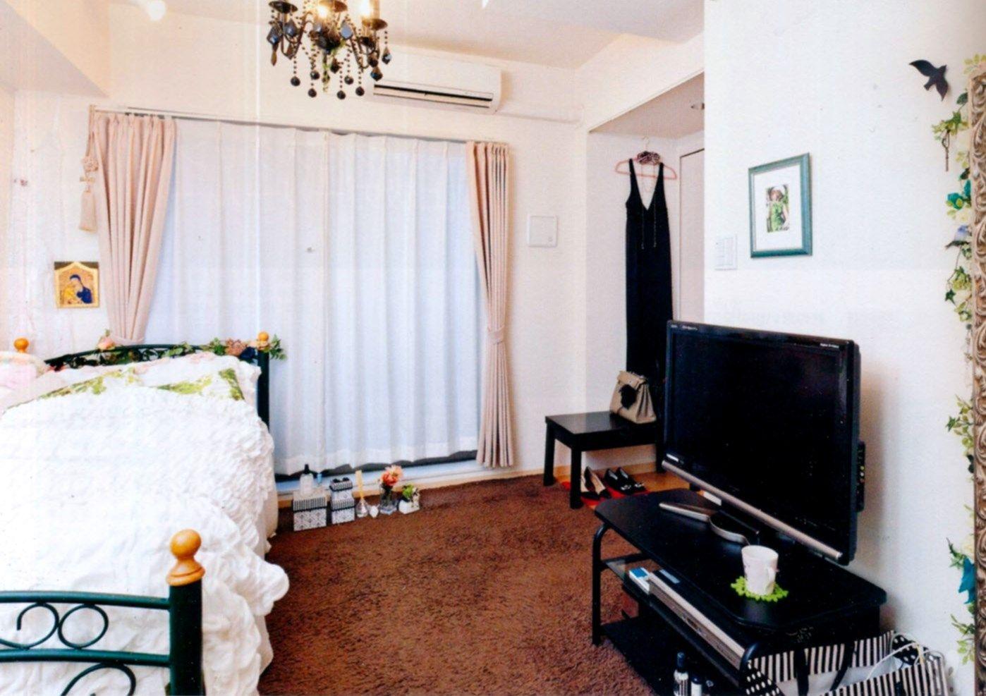 3 bedroom loft  pretty apartment loft cute red carpet white walls purses
