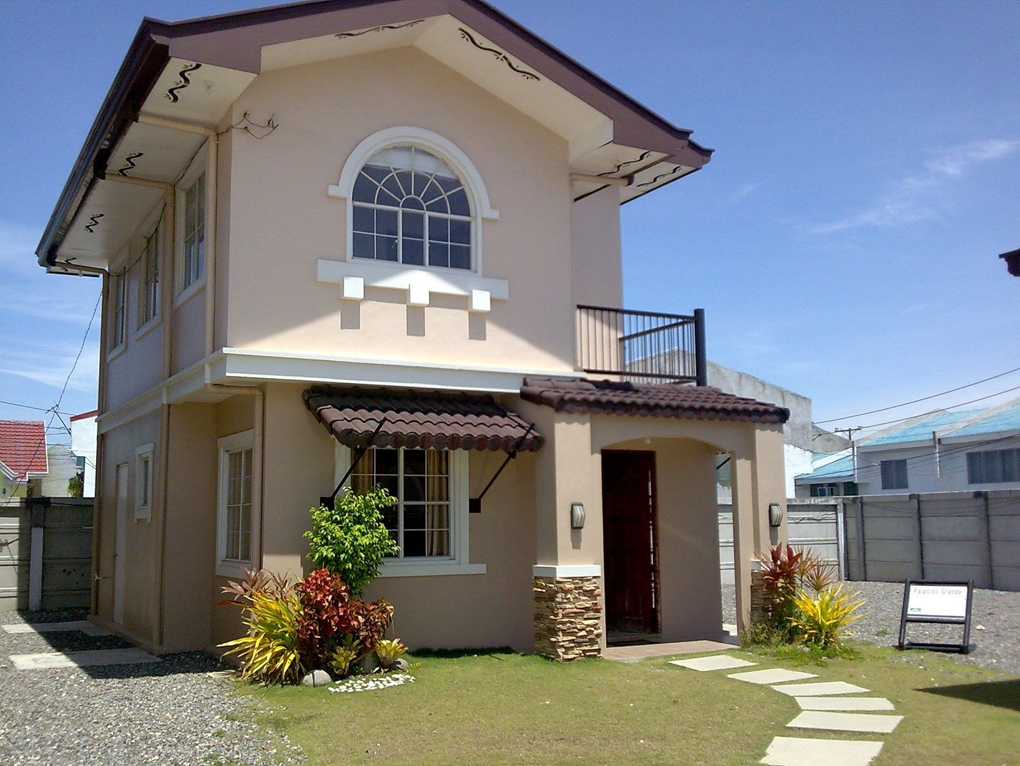 Casas americanas dos plantas fachadas buscar con google for Fachadas casa modernas pequenas