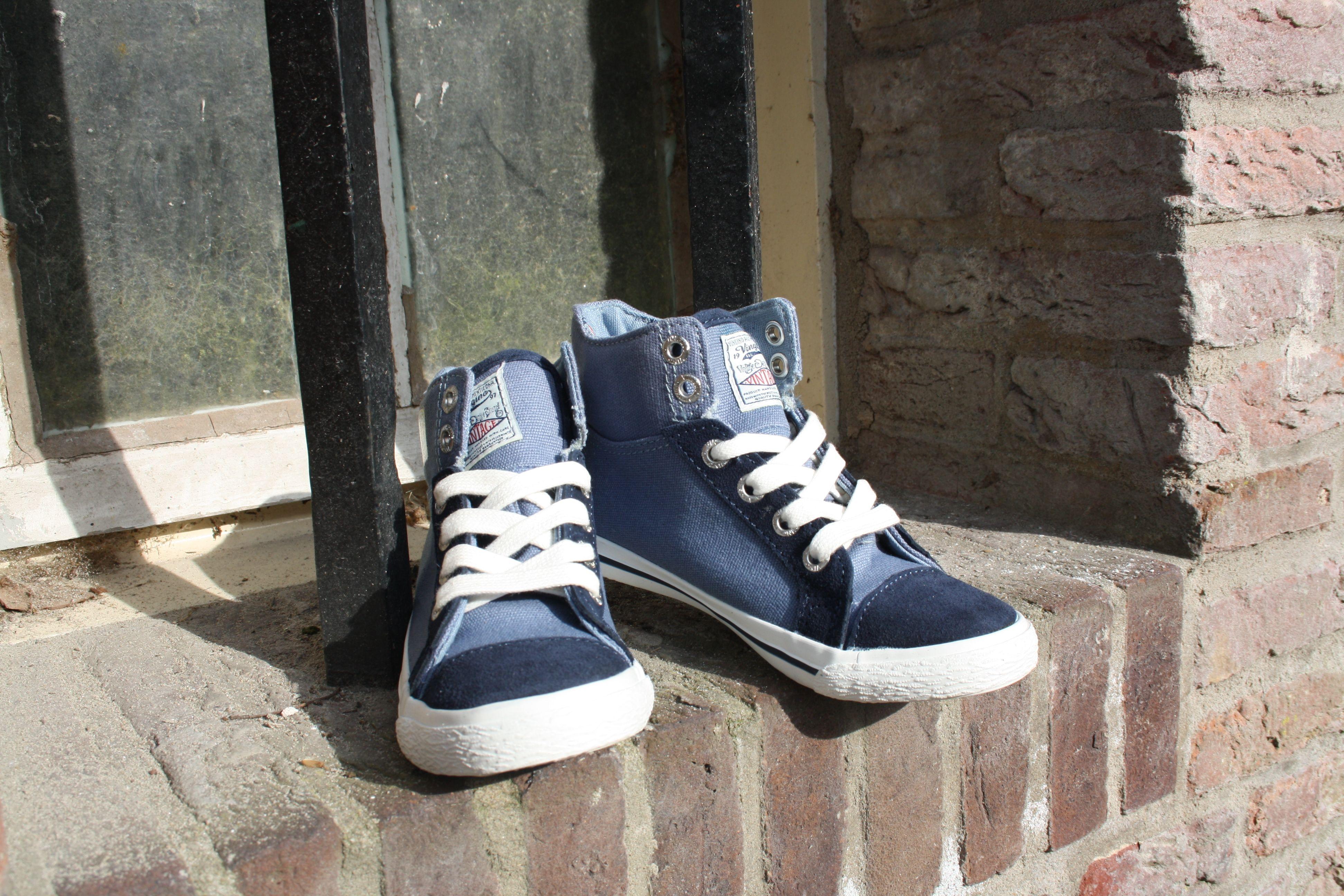 kidShoes outlet. VINGINO model Anthony  van €49,95 nu voor €24,95,-