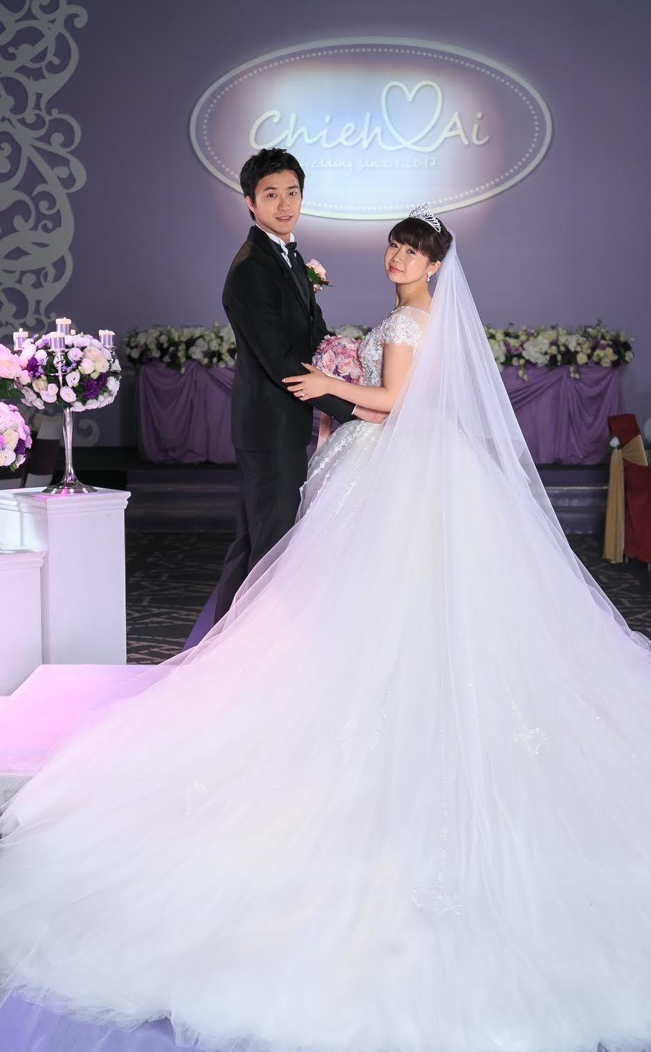 また幸せそうな福原愛さんの姿 でも なんで何度も結婚写真を撮ってるの 結婚式 芸能人 ウェディング 花嫁 ベール