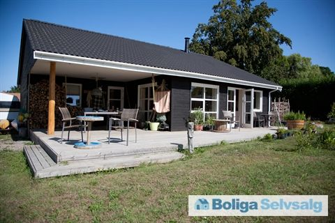 Herredsvej 218, 4944 Fejø - Hyggeligt træhus fra 2008 på stor naturgrund - lunt og nemt at holde #fejø #villa #selvsalg #boligsalg