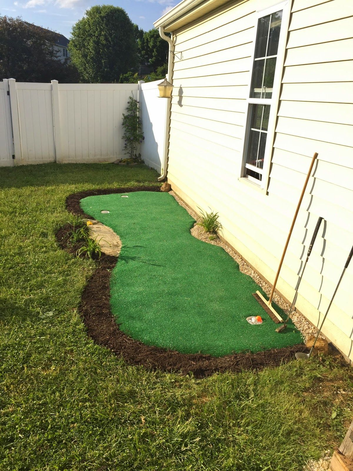 How to make a backyard putting green! {DIY putting green ...