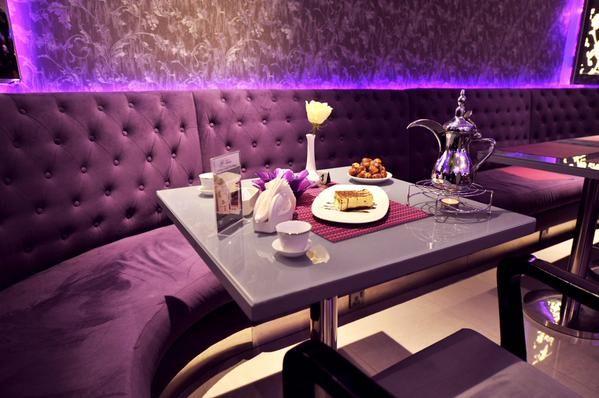 قهوة وحلى النسائي Cafe Et Dessert Cafe Interior Cafe Table Settings
