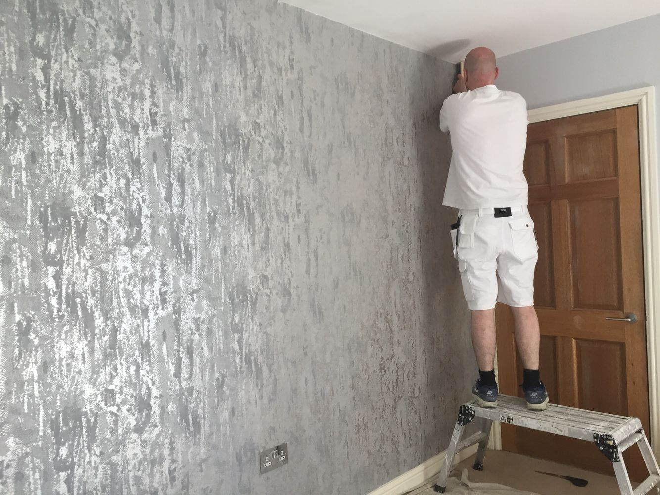 Impactful wallpaper feature wall in bedroom with Dulux