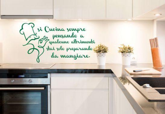 Adesivi murali - Adesivo murale Si Cucina sempre... | Citazioni ...
