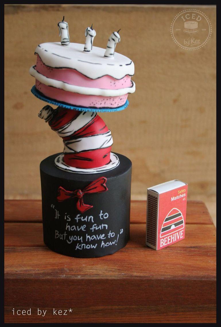 Cat in the hat cupcake cakes fun desserts gravity