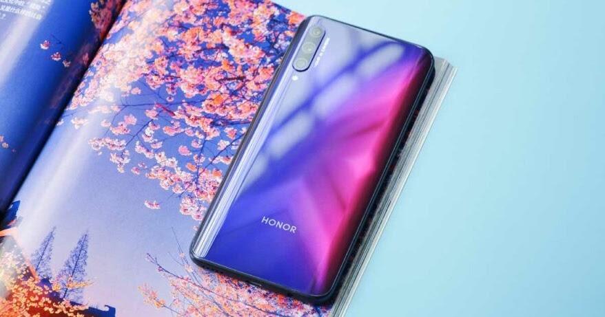 أحدث هاتفين تابعين للعلامة التجارية الفرعية Honor حيث واصلت شركة هواوي تحديها للضغوطات المفروضة عليها وصرح الرئيس التنف Honor Phone Huawei Samsung Galaxy Phone