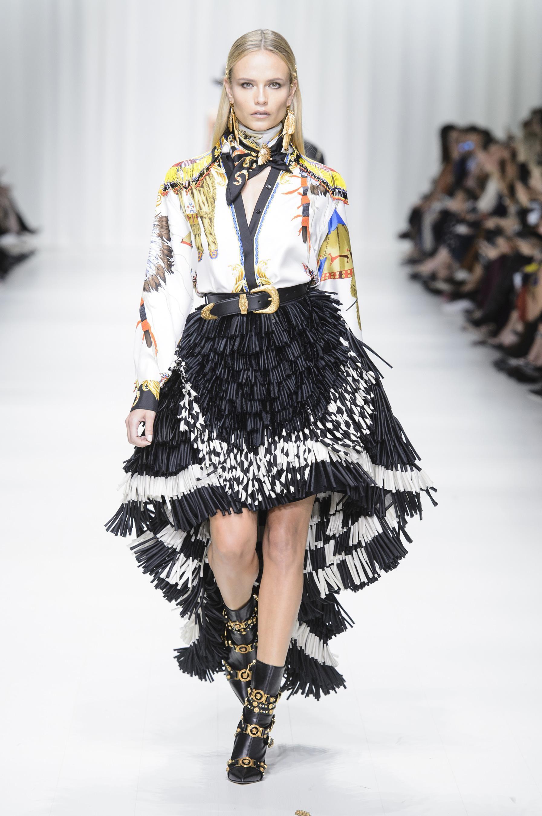 e68a128c00 Défilé Versace Printemps-été 2018 Prêt-à-porter - Madame Figaro