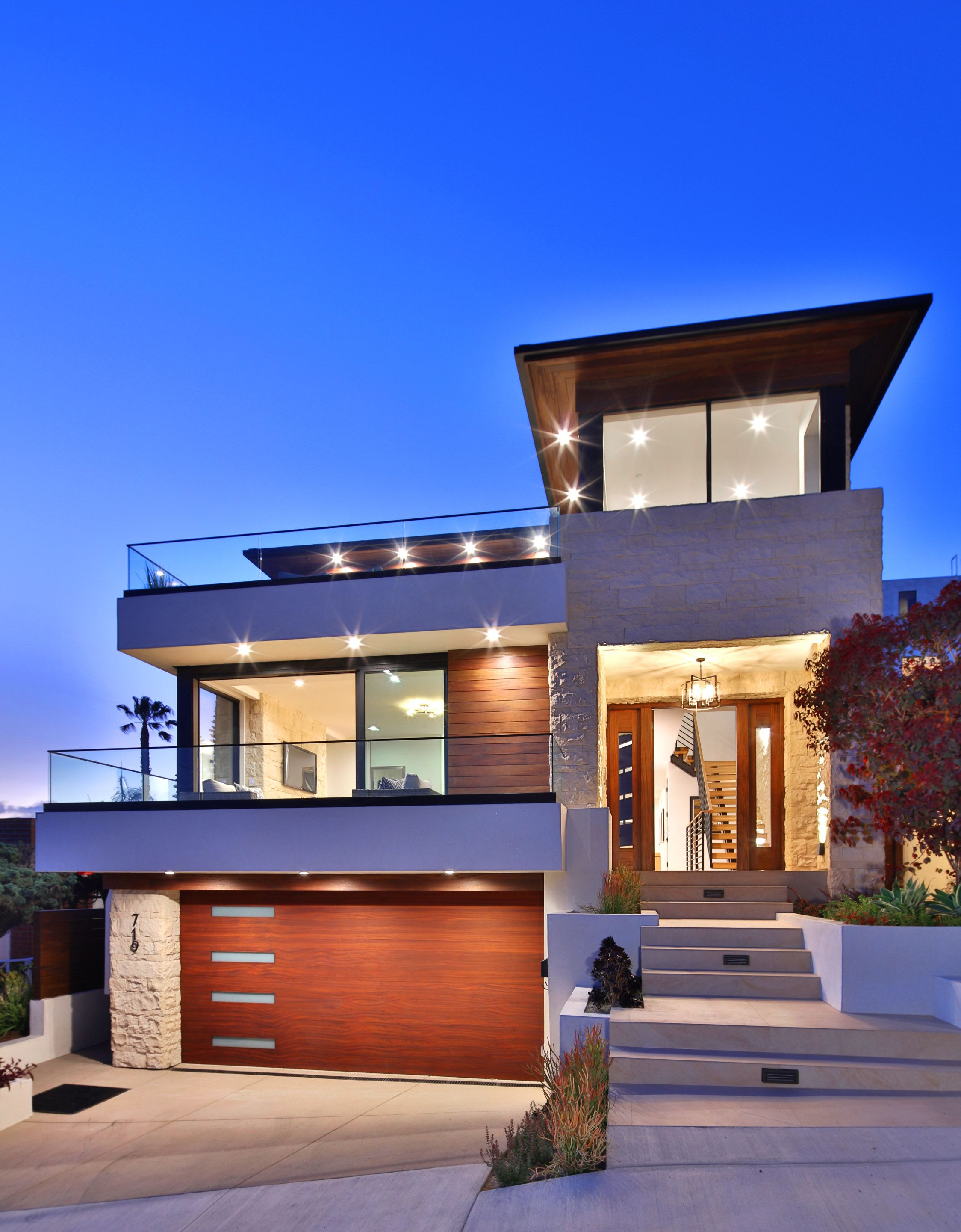 Luxury Modern Home Exterior In Southern California In 2020 Luxury Modern Homes House Front Design Duplex House Design
