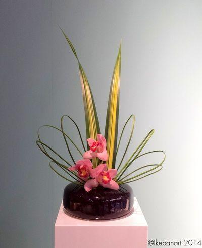 composition florale ikebana orchid e rose fleuriste. Black Bedroom Furniture Sets. Home Design Ideas