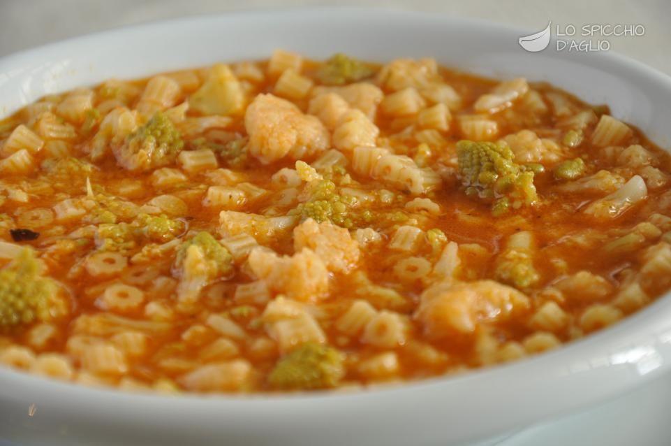 La pasta ai due cavolfiori una minestra preparata con due tipi di cavolfiori diversi brodo - Diversi tipi di pasta ...