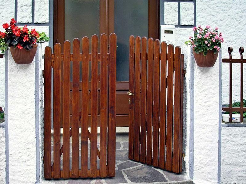 per costruire un cancello in legno fai da te a due ante