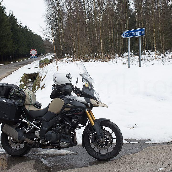 Misschien toch iets te vroeg vertrokken voor de reportages in Moto73... #photography #travelphotography #traveller #canon #panasonic #lightroom #fotocursus #fotoreis #fotoworkshop #willemlaros.nl # #wallonië #belgië #reisfotografie #@willemlaros #suzuki #MySuzuki #motorbike #motorfiets #travelling #Moto73 #travelblog #tw #fb #fbp  Maybe too early on the road?