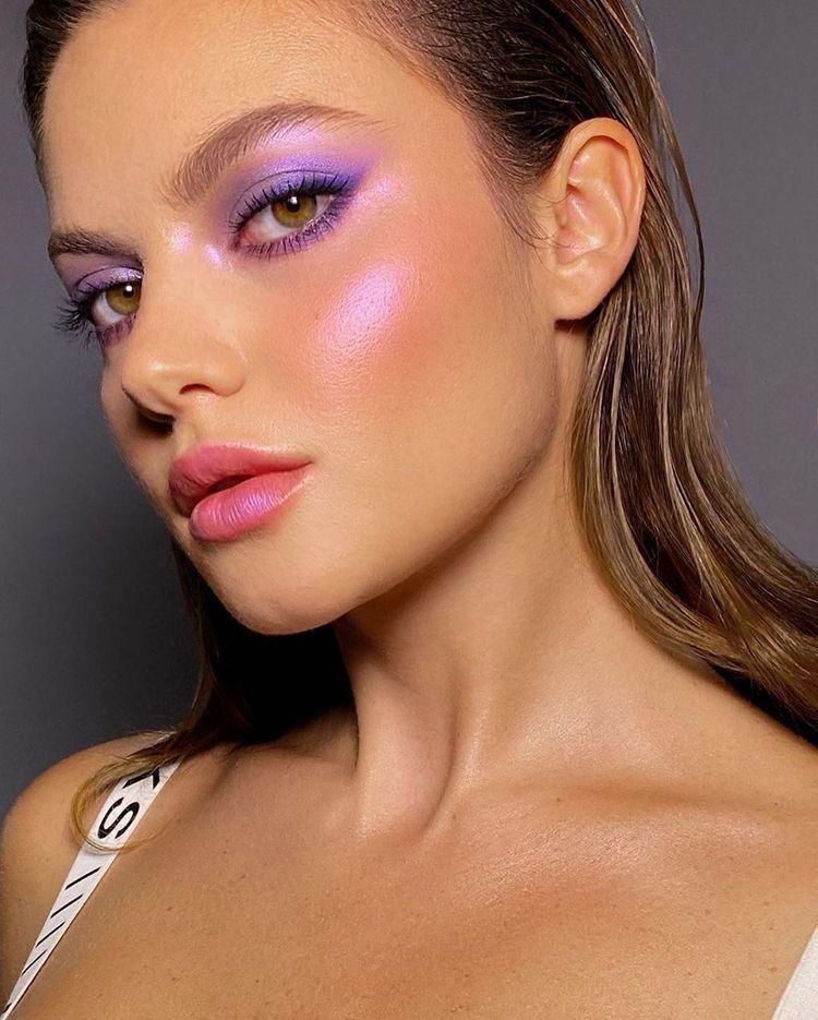 Aprenda Maquiagem Profissional Clique Aqui Em 2020 Aprenda As Principais Tecnicas Aprenda Aqui Cliqu In 2020 Purple Makeup Colorful Makeup Artistry Makeup
