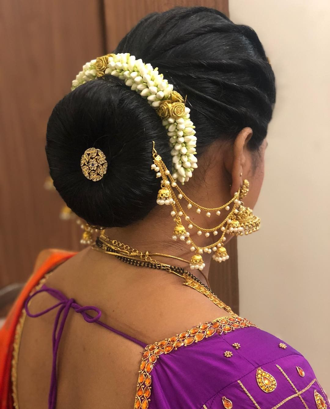 Wedding Juda Hairstyle Step By Step: What A Beautiful Large Low Bun With Real Flower Gajra