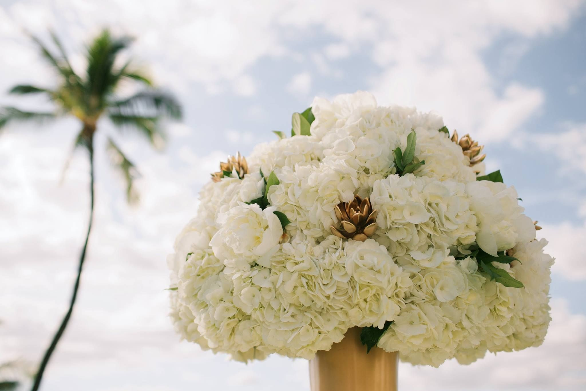 Gold And White Luxury Wedding Flowers At The Four Seasons Maui