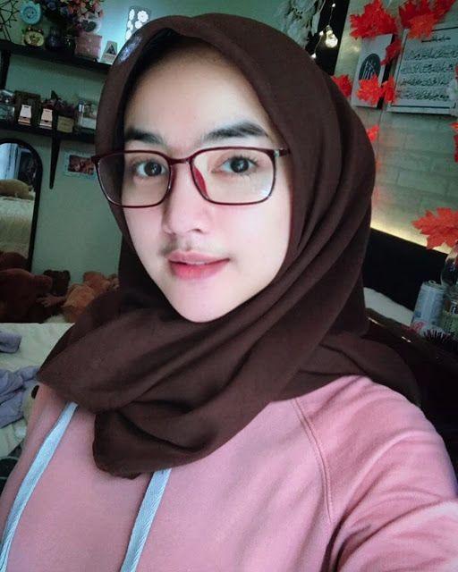 sista hijabers suka pakai kacamata? yuk intip style kekinian ini