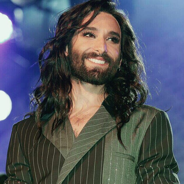 I love your smile because your smile give me more reason to smile... @conchitawurst ❤ #conchitawurst #wienerfestwochen #vienna #celebrity #like4like #theunstoppables Pic by http://future-image.de/index.php?id=2&fid=826756 http://tipsrazzi.com/ipost/1517418680085688818/?code=BUO9D_6DLHy