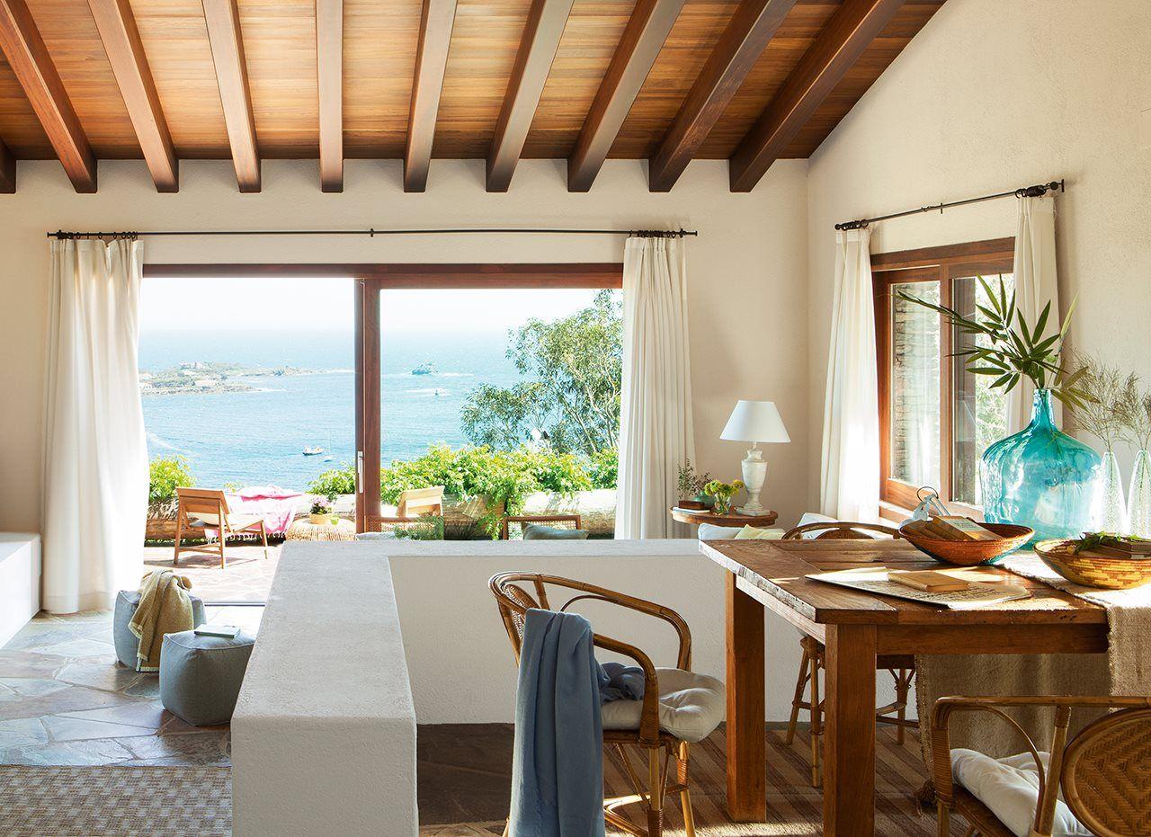 Dormitorio con salida a exterior en casa rústica | Casas rústicas ...