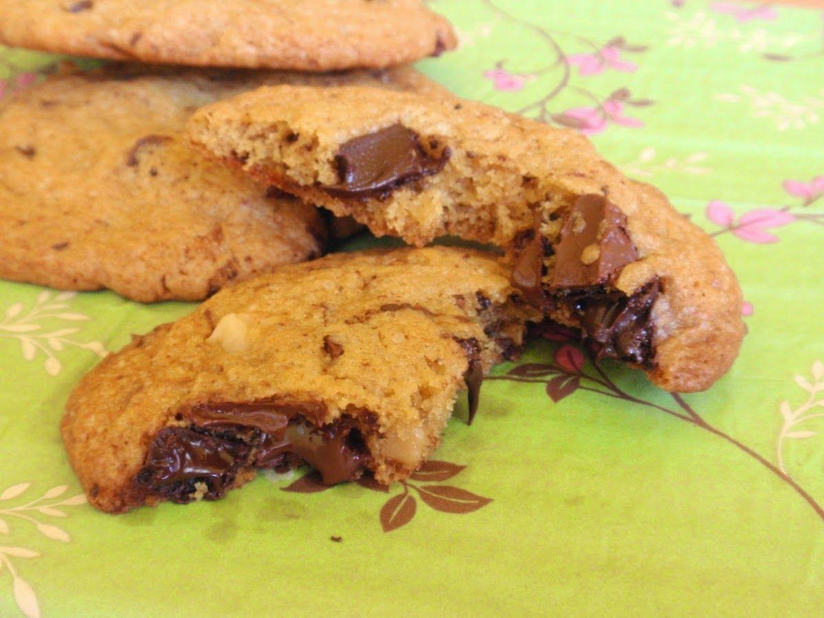 Aneta Goes Yummi: Vysoká škola cookies: cookies so skaramelizovanými orieškami a čokoládou