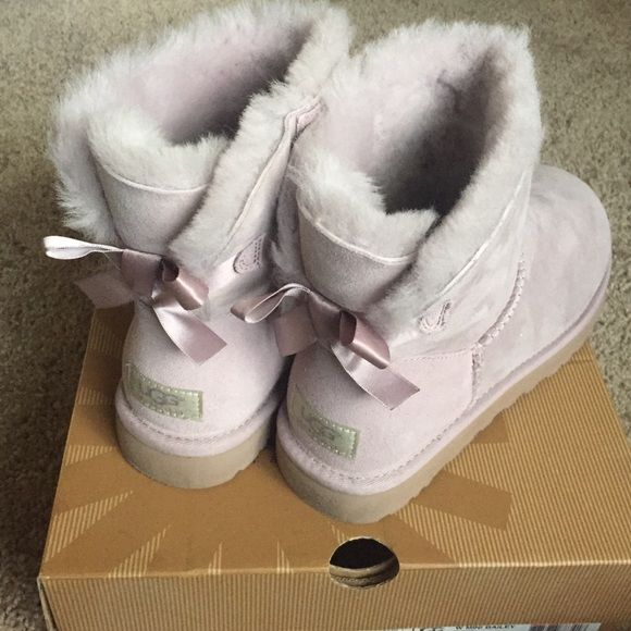 593a40c0f98 NIB Uggs Mini Bailey Bow boots Feather Size 8 Brand New in box UGG ...